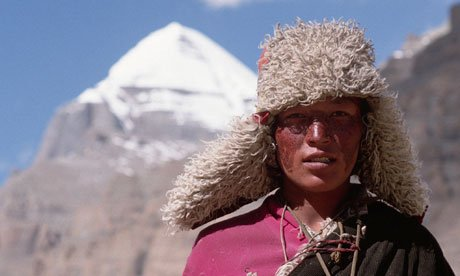 A-Tibetan-Pilgrim-with-th-007