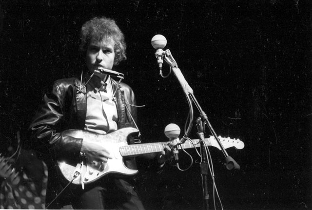 Bob Dylan goes electric at the 1965 Newport Folk Festival.